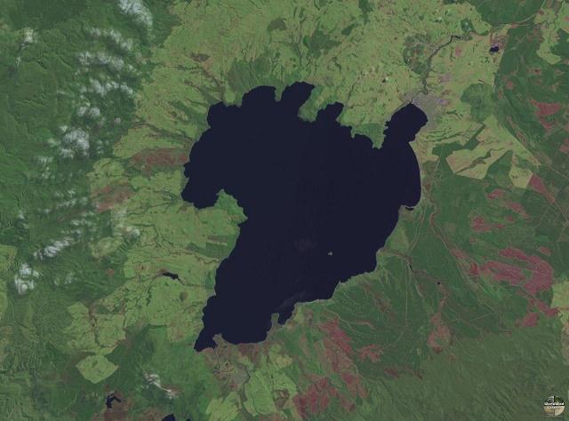 大山鳴動する度に破局噴火かとビビるけどホワイト島の噴火とタウポ湖は繋がっているのか